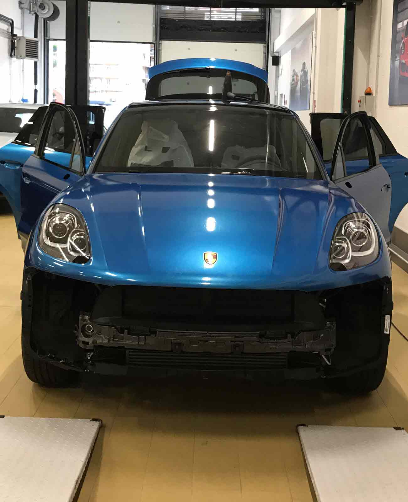 porsche cayenne blu car wrapping fronte officina2