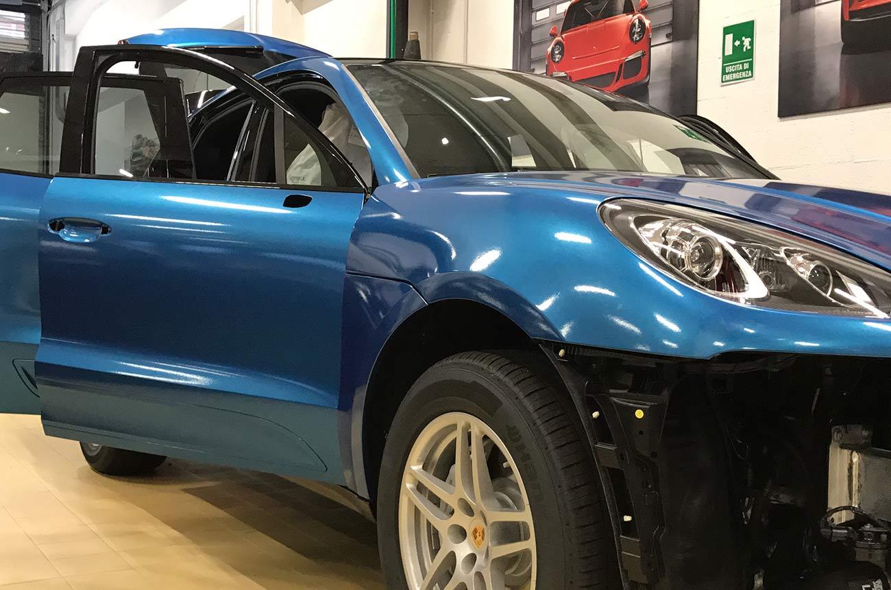 porsche cayenne blu car wrapping lato