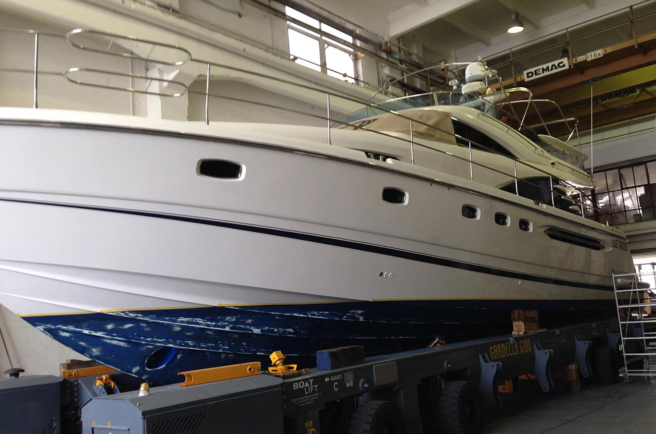 boat-wrapping-fairline-yacht